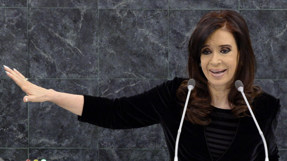 Doctors have successfully removed a blood clot in Argentine President Cristina Fernandez's brain.