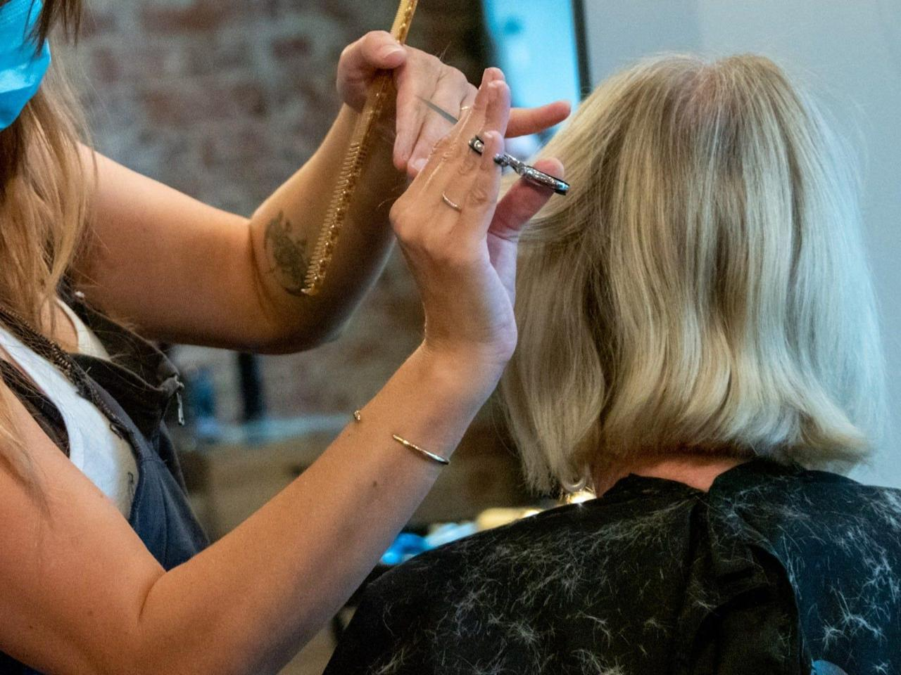 Two Missouri hairstylists with coronavirus noticed 140 purchasers of their salon, however nobody bought contaminated