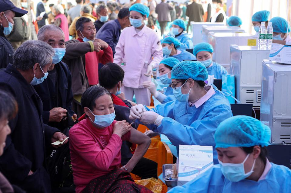 China citizens get the Covid vaccines.