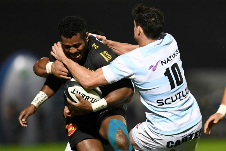 La Rochelle's Kini Murimurivalu (L) is tackled by Racing 92's New Zealand flyhalf Dan Carter during their Top 14 rugby match in Colombes on March 11, 2017