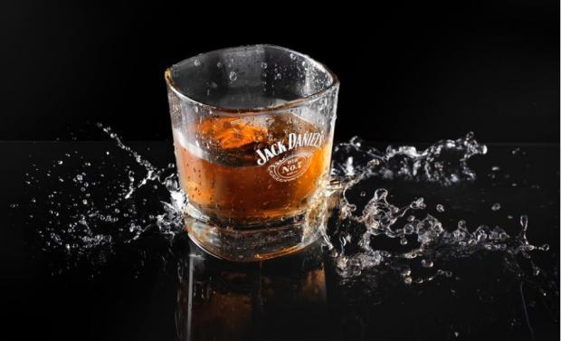Brown-Forman (BF.B) tops earnings and sales estimates in first-quarter fiscal 2019. It continues to gain from broad-based growth across geographies and a balanced portfolio contribution.