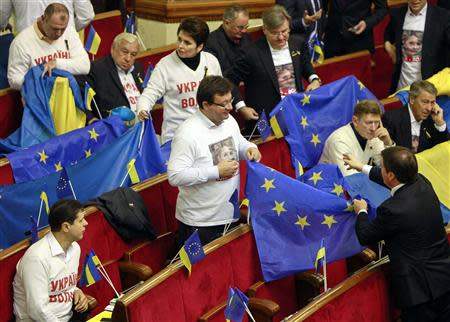 Opposition deputies hold the European Union and Ukrainian flags during a session of parliament in Kiev November 22, 2013. REUTERS/Gleb Garanich