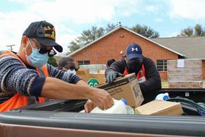 The North Texas Food Bank team worked with the local community to provide critical food after winter storms devastated the North Texas region. The team at Samsung will help the NTFB provide 750,000 meals for hungry North Texans.