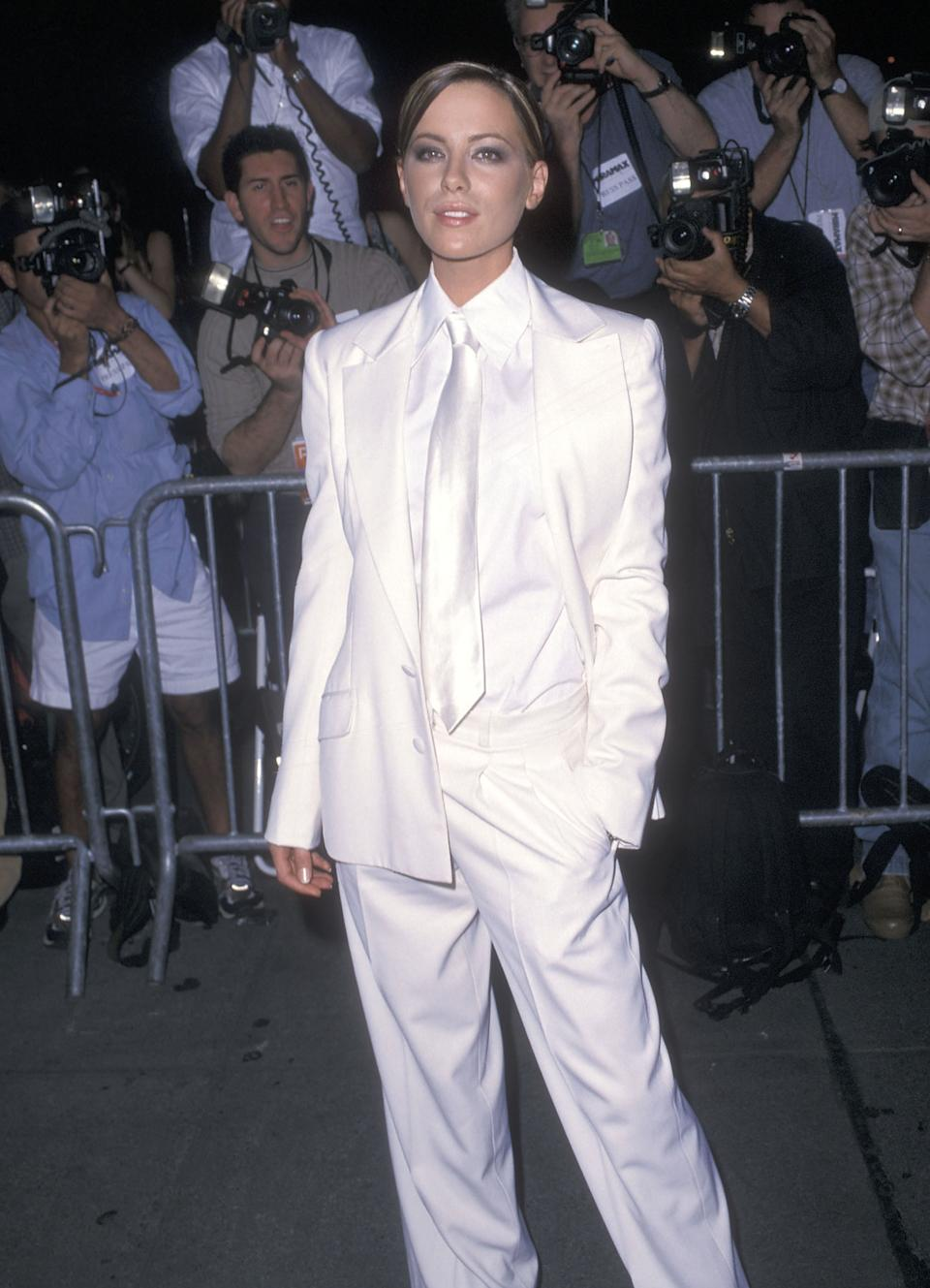 """NEW YORK CITY - OCTOBER 3:   Actress Kate Beckinsale attends the """"Serendipity"""" New YOrk City Premiere on October 3, 2001 at the Ziegfeld Theatre in New York City. (Photo by Ron Galella, Ltd./Ron Galella Collection via Getty Images)"""