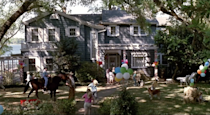 """<p>The number 9 spot goes to the house in <em>Parenthood</em>. Steve Martin's character lives in a big blue house with white trim and amazing lakefront views. The kitchen is spacious, and the backyard is perfect for parties. Still, even with all that room to run around, the interior is bit on the boring side.</p><p><a class=""""link rapid-noclick-resp"""" href=""""https://www.amazon.com/dp/B000I9VORQ?ref=sr_1_1_acs_kn_imdb_pa_dp&qid=1543876050&sr=1-1-acs&autoplay=0&tag=syn-yahoo-20&ascsubtag=%5Bartid%7C10063.g.35507124%5Bsrc%7Cyahoo-us"""" rel=""""nofollow noopener"""" target=""""_blank"""" data-ylk=""""slk:WATCH ON AMAZON PRIME"""">WATCH ON AMAZON PRIME</a></p>"""