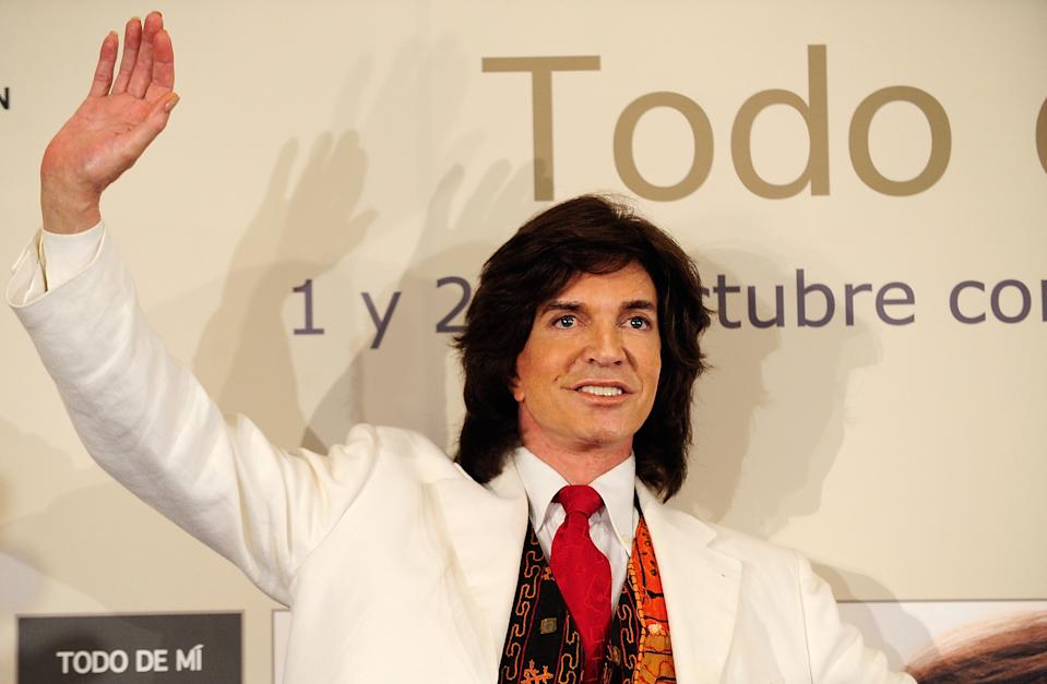 MADRID, SPAIN - JULY 06:  Singer Camilo Sesto launches his new album 'Todo de Mi' at the Palace Hotel on July 6, 2010 in Madrid, Spain.  (Photo by Fotonoticias/Getty Images)