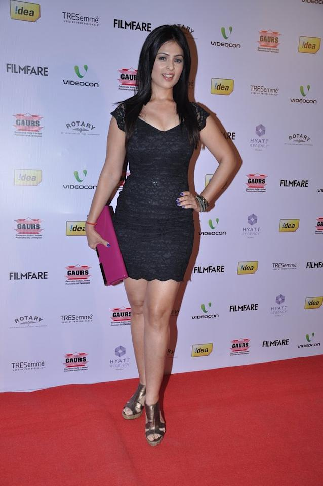 Anjana Sukhani puts her best foot forward in this fitted black dress.