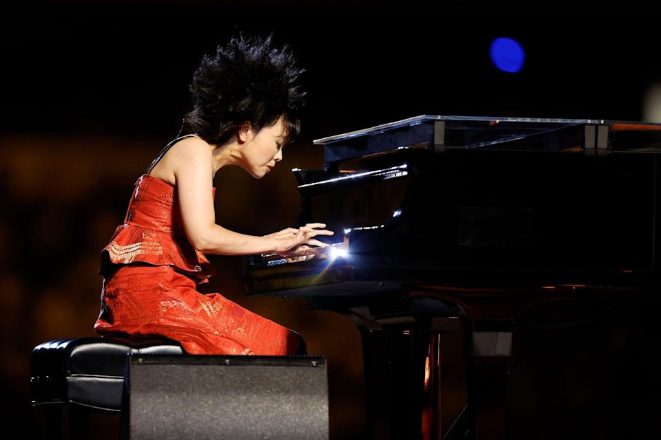 <p>Jazz pianist Hiromias lively played as legendary Kabuki actor Ebizo Ichikawa performed on the stage that represents Mount Fuji and the sun.</p>