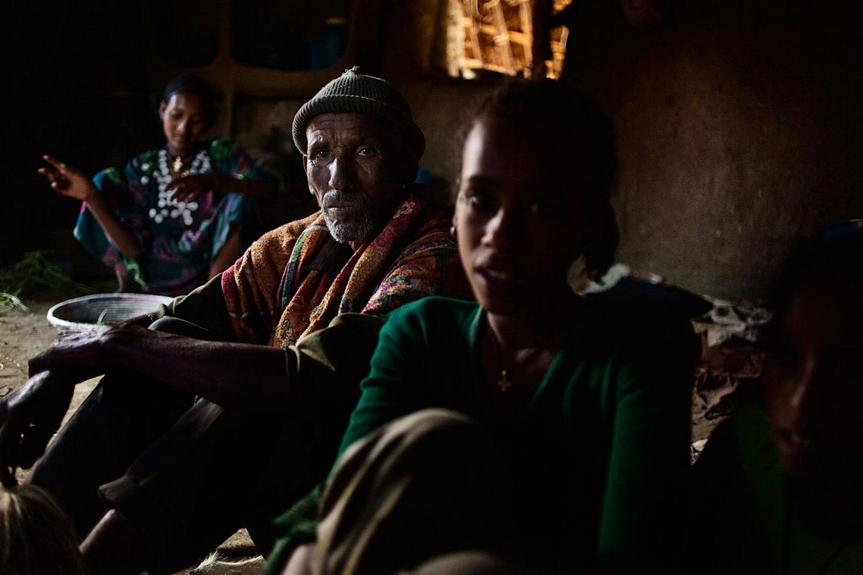 Abaynesh (on the left) with her sister-in-law and father-in-law in Gindero in Amhara, Ethiopia, in October 2016. (Photo: José Colón/MeMo)