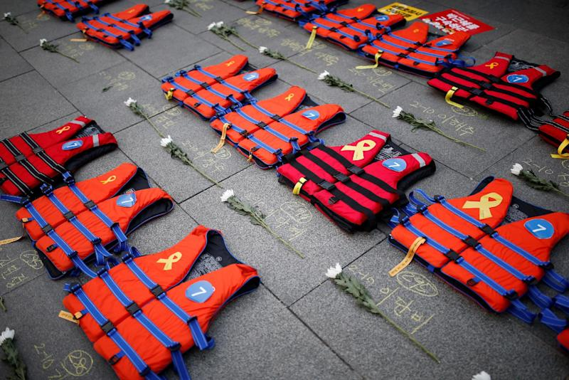 Life vests symbolising the 304 victims of sunken ferry Sewol are placed during a protest demanding South Korean President Park Geun-hye's resignation in Seoul, South Korea December 17, 2016.  REUTERS/Kim Hong-Ji
