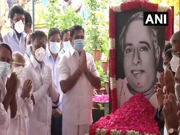Tamil Nadu Chief Minister Edappadi Palaniswami paying tribute to late Chief Minister CN Annadurai (Photo/ANI)