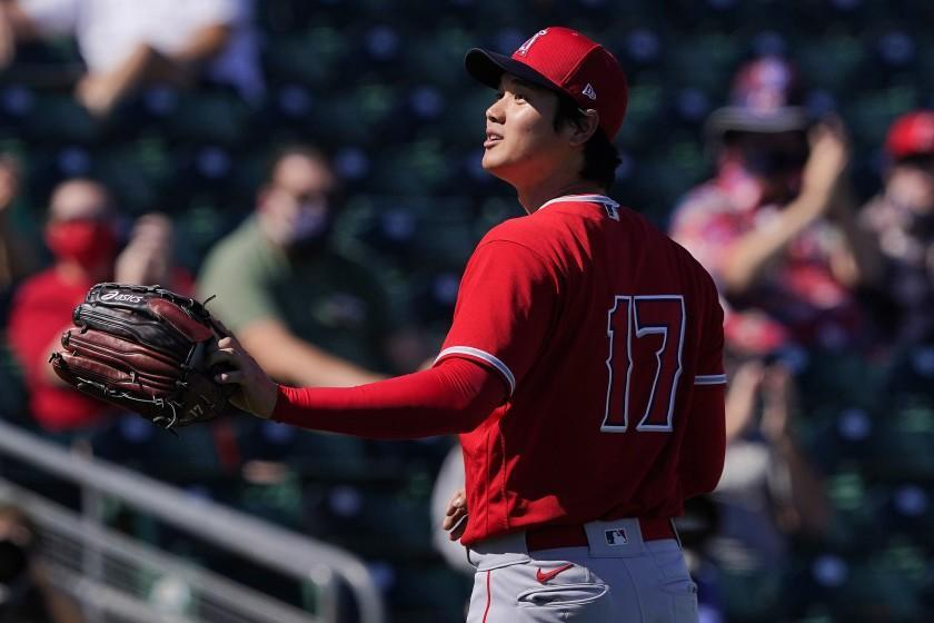 Los Angeles Angels pitcher Shohei Ohtani acknowledges the crowd after being pulled from the game against the Oakland Athletics during the second inning of a spring training baseball game, Friday, March 5, 2021, in Mesa, Ariz. (AP Photo/Matt York)