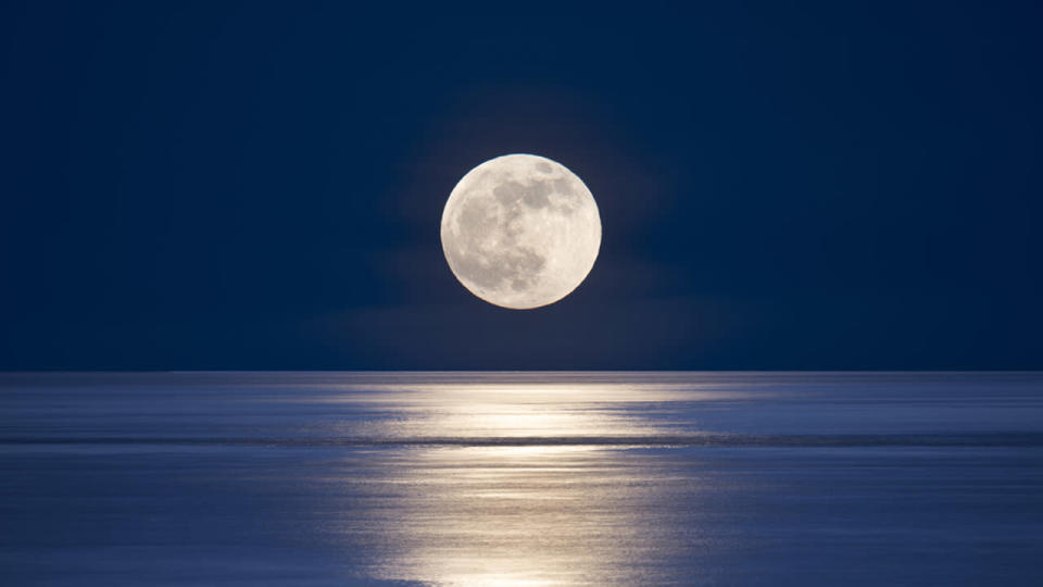 Moonrise over sea - Grant Faint - GettyImages-1124945349