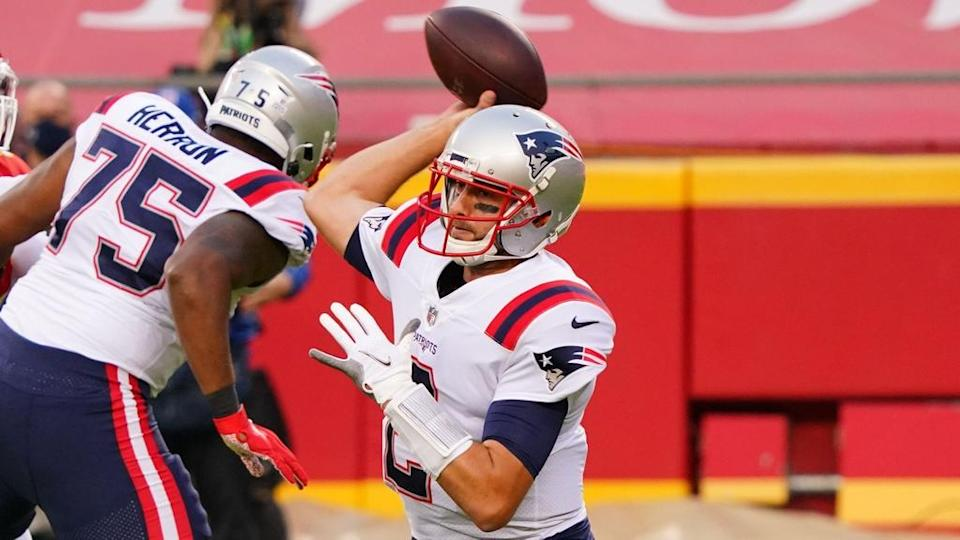 Brian Hoyer Patriots prepares to make throw white jersey against Chiefs close crop