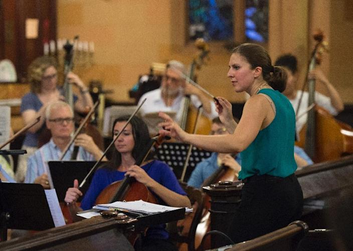 Lidiya Yankovskaya, of the former Soviet Union, conducts the Refugee Orchestra Project on World Refugee Day, at the First Unitarian Congregational Society in Brooklyn, New York, on June 20, 2016 (AFP Photo/Don Emmert)