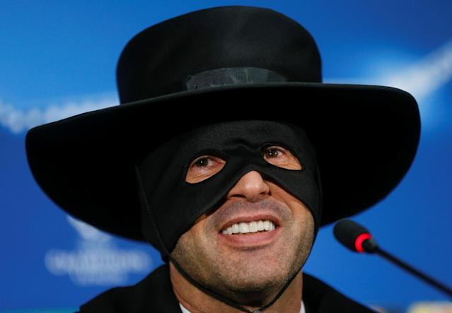 Shakhtar coach Paulo Fonseca goes full Zorro after victory over Man City
