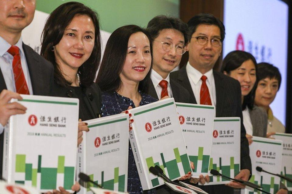 (L-R): Executive Director and Head of Retail Banking and Wealth Management, Margaret Kwan Wing-han; Vice-Chairman and Chief Executive, Louisa Cheang Wai-wan; Chief Financial Officer, Andrew Leung Wing-lok; Head of Commercial Banking, Donald Lam Yin-shing; Treasurer and Head of Global Markets, Liz Chow Tan-ling; and Head of Global Banking, Daphne Wat Wing-kam, during the announcement of Hang Seng Bank's results on February 19, 2019. Photo: Nora Tam