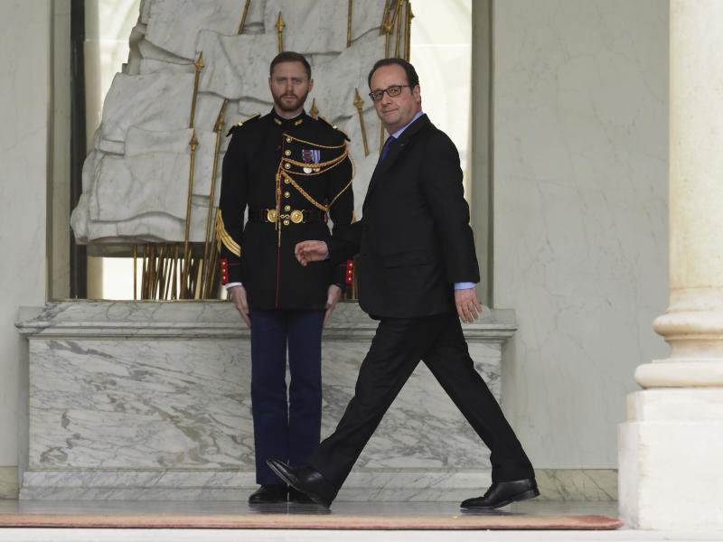France's President Francois Hollande walks on the lobby of the Elysee Palace after the weekly cabinet meeting, in Paris, Wednesday, March 22, 2017. (AP Photo/Thibault Camus)