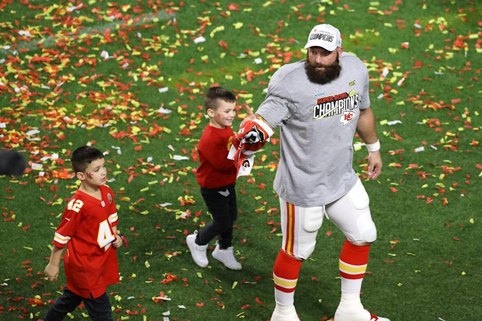 MIAMI, FLORIDA - FEBRUARY 02: The Kansas City Chiefs celebate after defeating the San Francisco 49ers 31-20 in Super Bowl LIV at Hard Rock Stadium on February 02, 2020 in Miami, Florida. (Photo by Elsa/Getty Images)