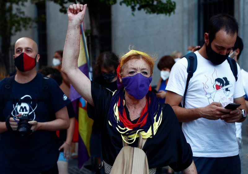 Poll finds over 40% of Spaniards back republic in wake of royal scandals