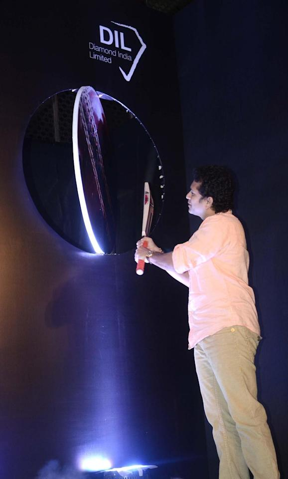 Cricket legend Sachin Tendulkar unveils the collector's edition Silver coin in Mumbai on March 14, 2014. (Photo: Sandeep Mahankal/IANS)