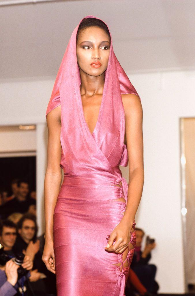 <p>A model walks the runway at Azzedine Alaïa's spring 1986 fashion show. </p>