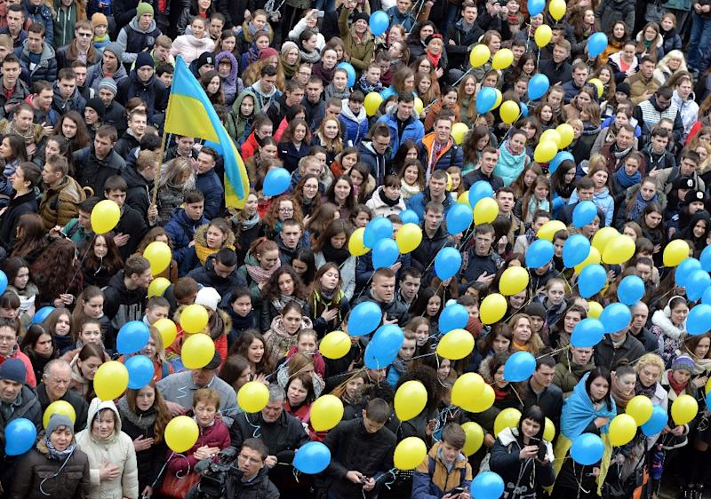 Ukrainian supporters of Nadiya Savchenko hold a rally in the western city of Lviv as they call on Moscow to release the female pilot who is on trial in the Russian town of Donetsk (AFP Photo/Yuriy Dyachyshyn                )