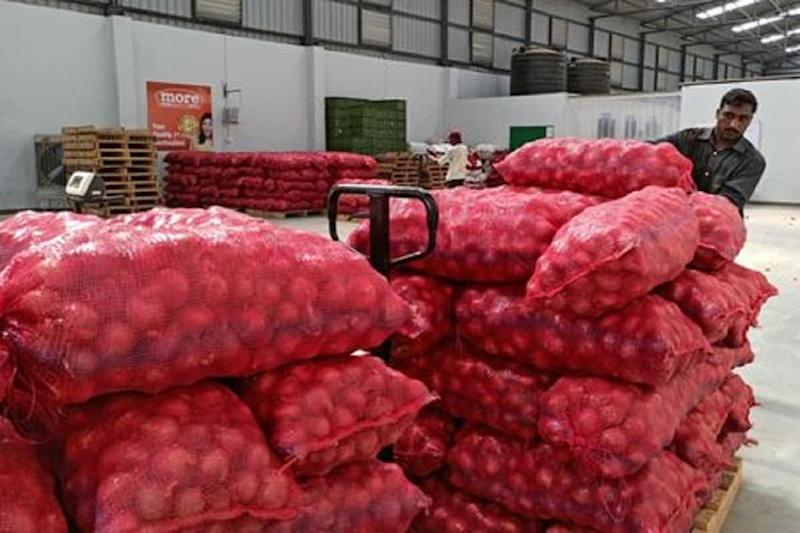 As India Faces Dual Trouble of Virus & Rains, Onion Tears Fuel Fears of Sustained Inflation this Winter