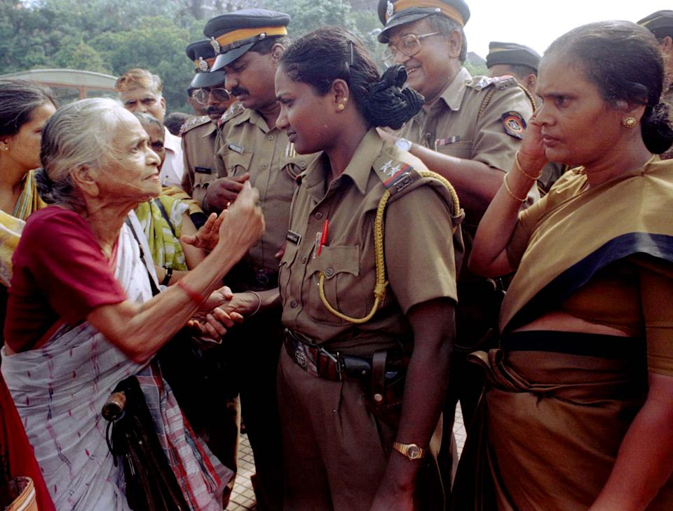 Ahilyabai Rangnekar, 76, argues with police in Bombay July 20 during a demonstration by various women's organisations against the postponement of historic legislation reserving parliamentary and state assembly seats for women. The legislation, which seeks to set aside 33 percent of electoral seats for women, was postponed after political parties failed to reach a consensus because members of regional parties felt that the ruling coalition was ignoring the demands of less developed and Moslem communities.  SK/JIR - RP1DRIFZNIAA