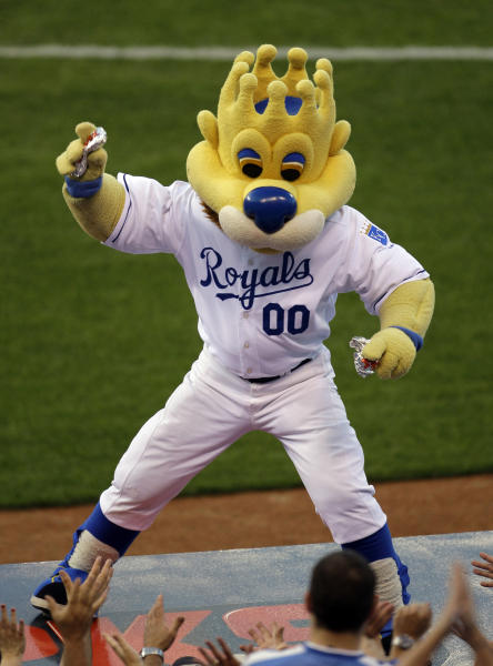 "In this Monday, Aug. 24, 2009 photograph, Kansas City Royals mascot ""Sluggerrr"" throws hot dogs into the crowd during a baseball game against the Cleveland Indians in Kansas City, Mo. The Missouri Supreme Court is weighing whether a legal standard that protects sports teams from being sued over fan injuries caused by in-game events should also apply to those caused by mascots or other team personnel. (AP Photo/Charlie Riedel)"