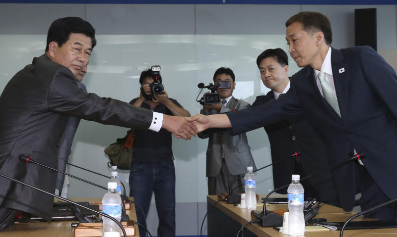 2 Koreas move closer to reopening factory park