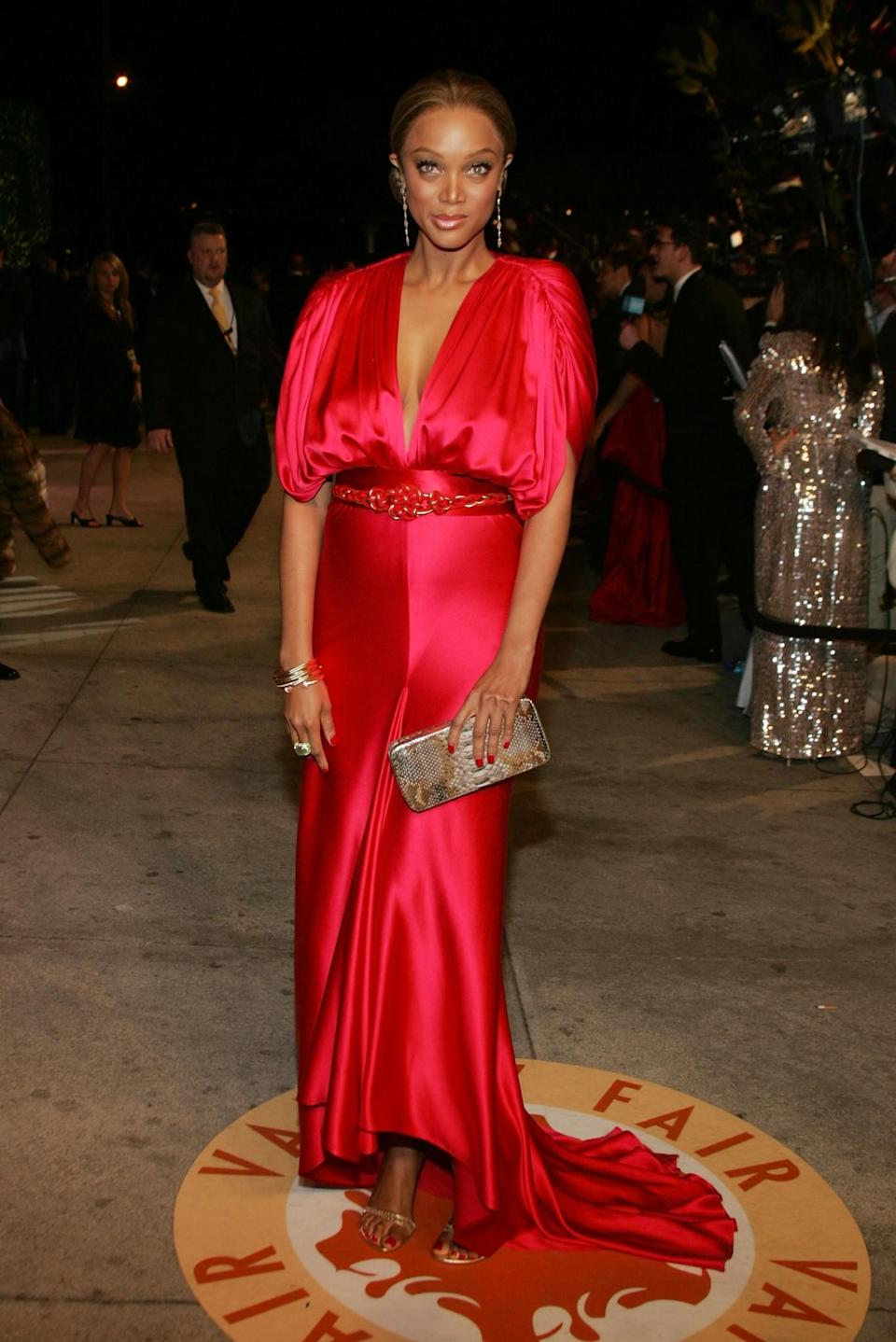 <p>This gives off more of a 'deflated balloon' feel than elegance at the 2007 Oscars. Sorry, Banks. <em>[Photo: Mark Mainz/Getty]</em> </p>