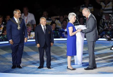Gold Coast 2018 Commonwealth Games - Closing Ceremony - Carrara Stadium - Gold Coast, Australia - April 15, 2018. President of the Commonwealth Games Federation, Louise Martin passes the flag to Ian Metcalfe, Chairman of Commonwealth Games England. REUTERS/David Gray