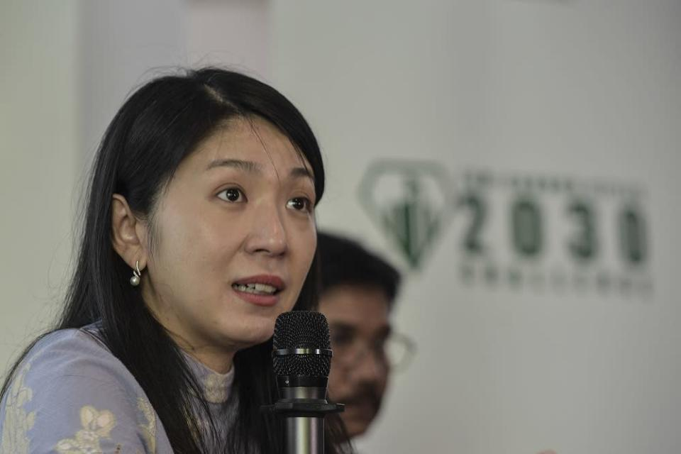 Yeo Bee Yin, who was Khairy Jamaluddin's predecessor, pointed out that the RM70 million National Covid-19 Immunisation Programme (NIP) data integration and appointment system does not even have basic data management capabilities. — Picture by Shafwan Zaidon