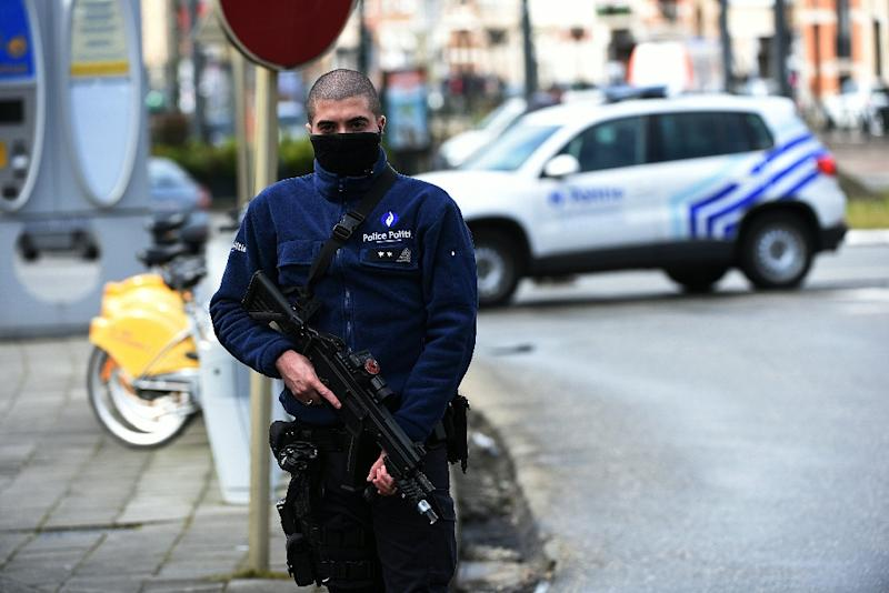 An anti-terror operation is underway at a shopping centre in central Brussels, Belgian prosecutors have told the media (AFP Photo/Patrik Stollarz)