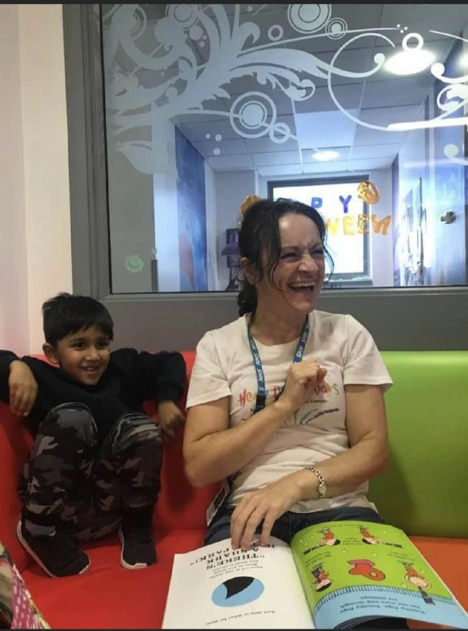 Saahib with Shelley O'Brien, storyteller at Great North Children's Hospital (The Randhawa family/PA)