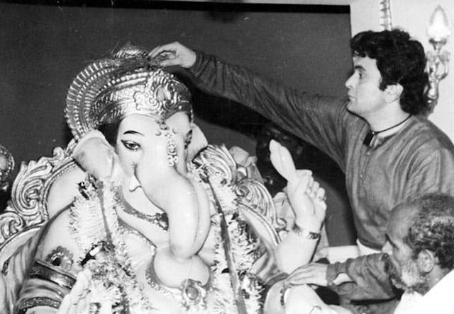 We went through Rishi Kapoor's Twitter account to bring out all the rare photos he shared from his past.