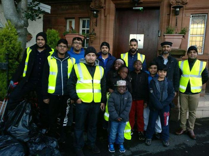 Volunteers clean-up Glasgow's streets after the New Year's celebrations: Ahmadiyya UK/Twitter