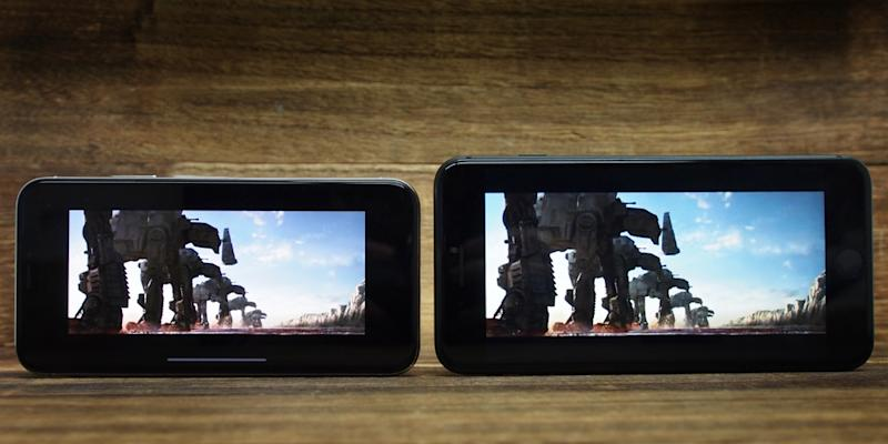Despite the trailer for The Last Jedi being in 21:9 aspect ratio, which is very close to the 19.5:9 display of the iPhone X, it plays with black borders all the way around it. In fact, the borders are thicker than the physical bezels on the 8 Plus.