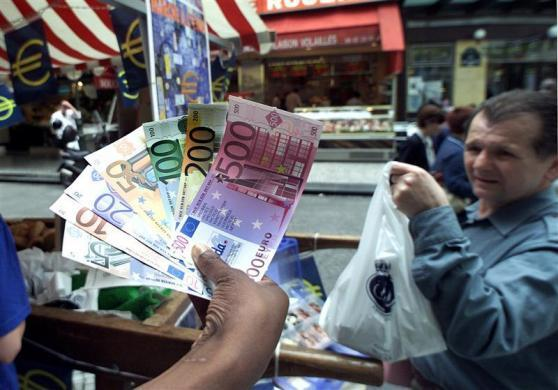 City volunteers display specimen euro notes at a Paris street market as part of an ongoing exercise to familiarize the French public to the new currency in their daily lives, June 15, 2001.