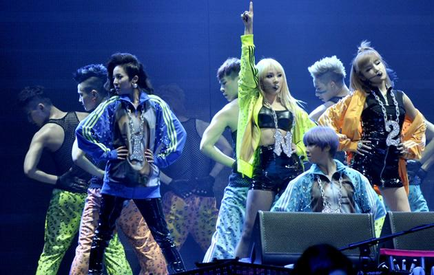 2NE1 are known for their distinctive neon hip-hop fashion (Launch Entertainment)