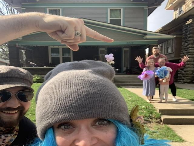 Katie Gilchrist's Social Distances to Posing Selfie with the Perry Family in Kansas City. (Photo: Katie Gilchrist)