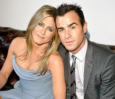 """Jennifer Aniston """"Very Into the Holiday Spirit"""" While Shopping for Christmas Trees With Justin Theroux"""