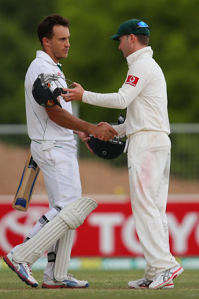 ADELAIDE, AUSTRALIA - NOVEMBER 26:  Faf du Plessis of South Africa shakes hands with Australian captain Michael Clarke following play on day five of the Second Test Match between Australia and South Africa at Adelaide Oval on November 26, 2012 in Adelaide, Australia.  (Photo by Cameron Spencer/Getty Images)