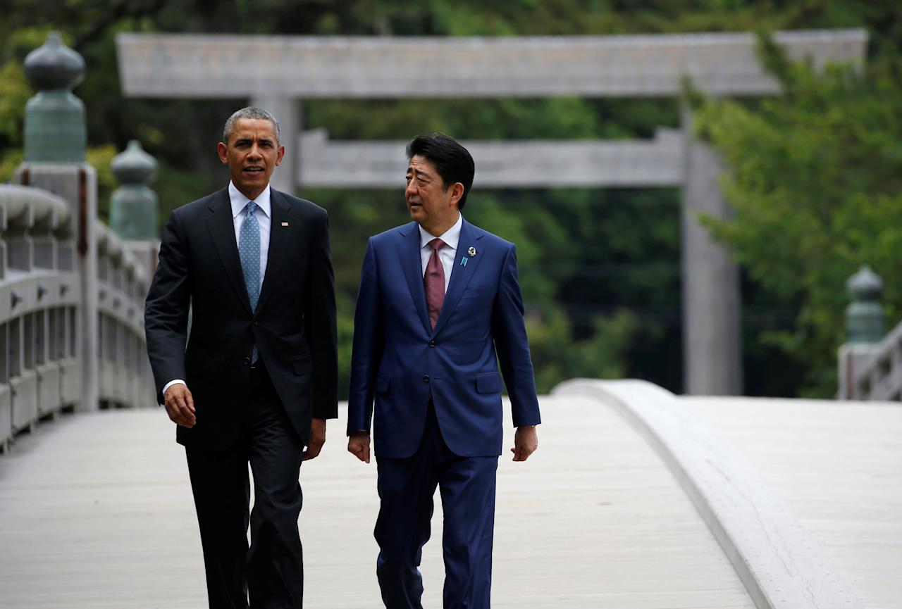 U.S. President Barack Obama (L) talks with Japanese Prime Minister Shinzo Abe on Ujibashi bridge as they visit Ise Grand Shrine in Ise, Mie prefecture, Japan, May 26, 2016, ahead of the first session of the G7 summit meetings. REUTERS/Toru Hanai     TPX IMAGES OF THE DAY