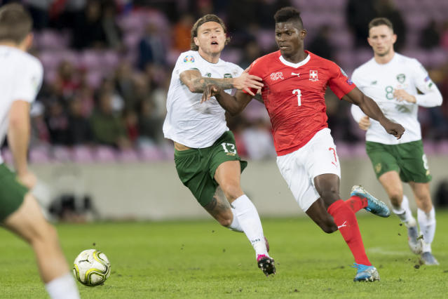Ireland's midfielder Jeff Hendrick, left, fights for the ball with Switzerland's forward Breel Embolo, right, during their Euro 2020 qualifying Group D soccer match at the Stade de Geneve, in Geneva, Switzerland, Tuesday, Oct. 15, 2019. (Laurent Gillieron/Keystone via AP)