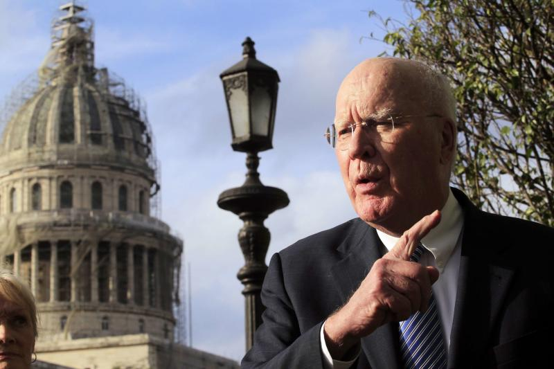 U.S. Senator Patrick Leahy, head of a U.S. delegation in the first congressional mission to Cuba since the change of policy announced by U.S. President Barack Obama on December 17, speaks to other members of the delegation in front of his hotel in downtown Havana, January 19, 2015. The U.S. will urge Cuba to lift travel restrictions on U.S. diplomats and agree to establish U.S. and Cuban embassies in historic talks in Havana this week aimed at restoring relations, a senior State Department official said on Monday. REUTERS/Stringer (CUBA - Tags: POLITICS)