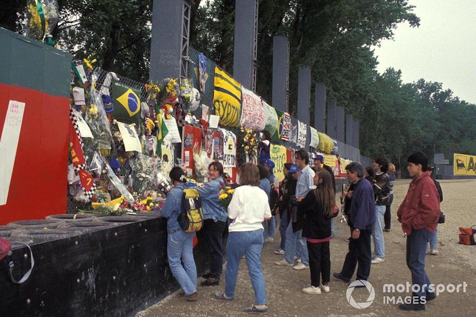 """Fans pay tribute to Ayrton Senna<span class=""""copyright"""">Ercole Colombo</span>"""