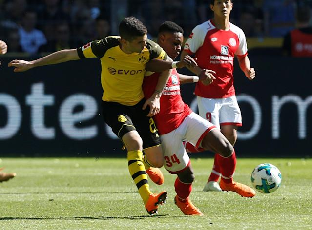 Soccer Football - Bundesliga - Borussia Dortmund vs 1.FSV Mainz 05 - Signal Iduna Park, Dortmund, Germany - May 5, 2018 Mainz's Bote Baku in action with Borussia Dortmund's Christian Pulisic REUTERS/Leon Kuegeler DFL RULES TO LIMIT THE ONLINE USAGE DURING MATCH TIME TO 15 PICTURES PER GAME. IMAGE SEQUENCES TO SIMULATE VIDEO IS NOT ALLOWED AT ANY TIME. FOR FURTHER QUERIES PLEASE CONTACT DFL DIRECTLY AT + 49 69 650050