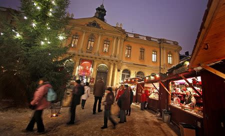 Visitors walk through the Christmas market in Stockholm's Gamla Stan district in this December 2, 2010 file photo. REUTERS/Bob Strong/Files